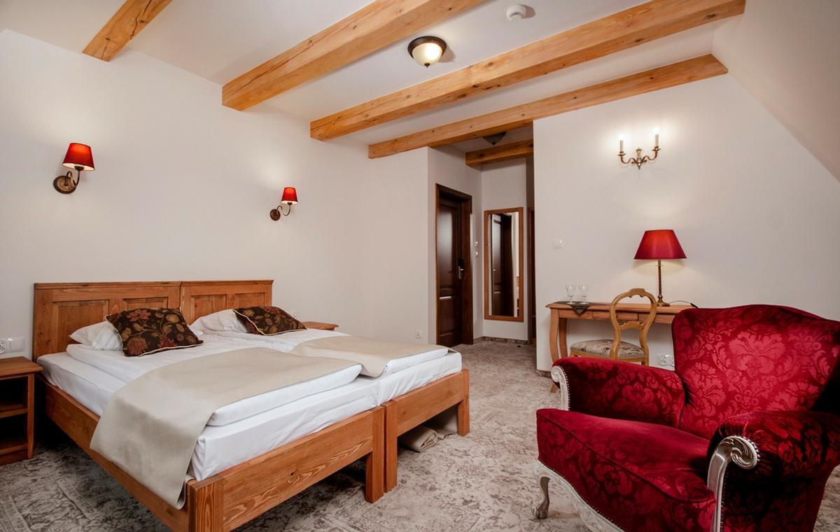 komfortowe-pokoje-pensjonat-dworek-kazimierski-noclegi-kazimierz-dolny-1